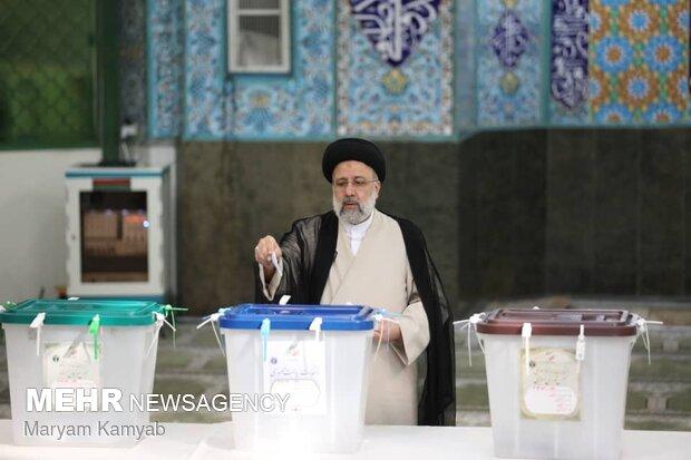 حضور سید ابراهیم رئیسی در انتخابات 1400