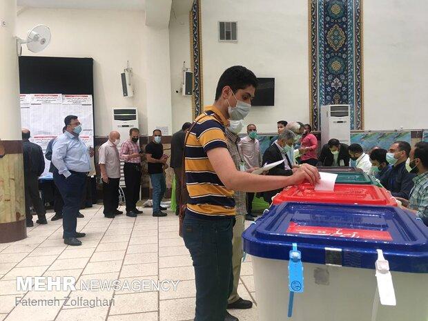 ساعات نخست رای گیری در زنجان