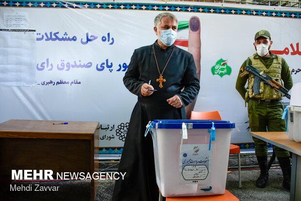 حضور اقلیت های دینی شهر ارومیه در پای صندوق های اخذ رای