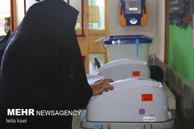 حضور حماسی مردم ایلام در پای صندوق های رای