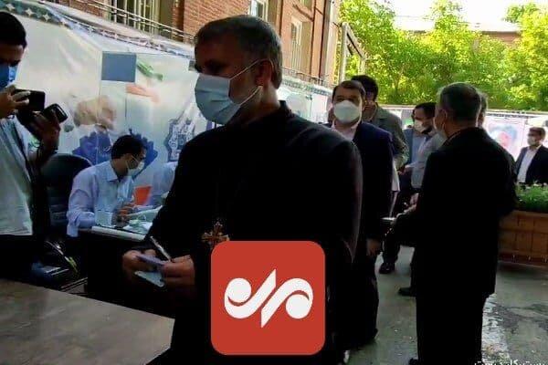 حضور اسقف اعظم و نماینده مسیحیان آشوری ایران پای صندوق رای