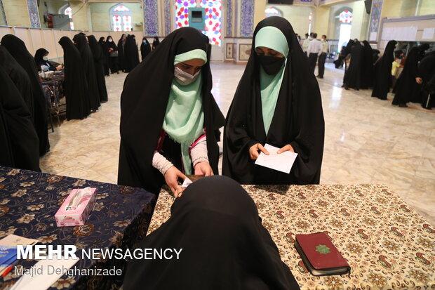 یزدیها در صف مشارکت/ گرما مردم را خانه نشین نکرد