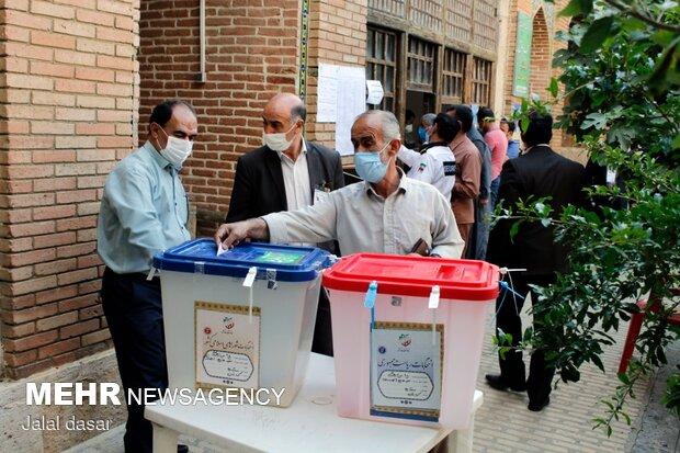 مردم با رای دادن بهاری دیگر رقم میزنند