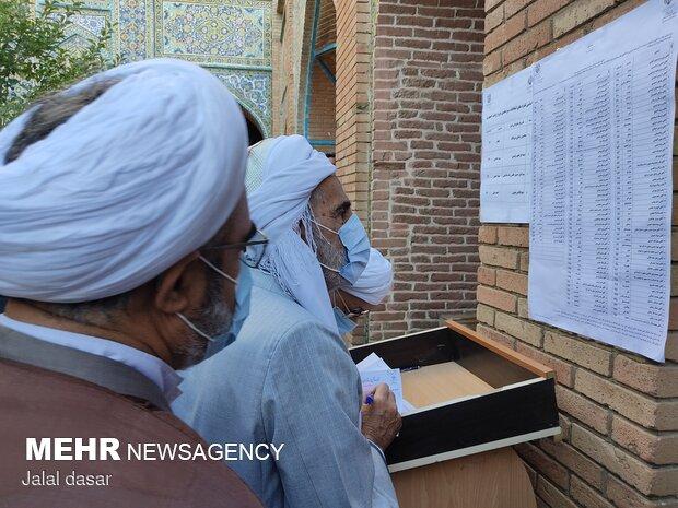 مشارکت چشمگیر مردم سنندج در پای صندوق های رأی