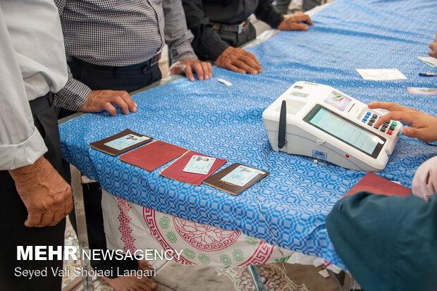 حضور پای صندوق های رای در دمای ۵۰ درجه در جنوب کرمان