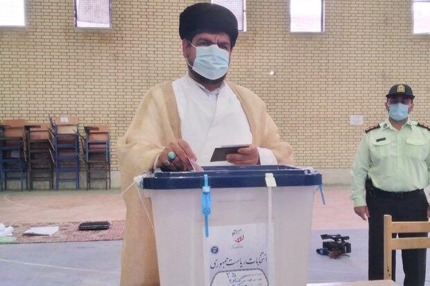 حضور مردم  در انتخابات آینده کشور را تعیین میکند