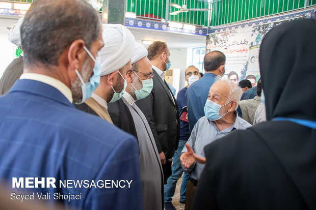 Iranians cast votes in Presidential election