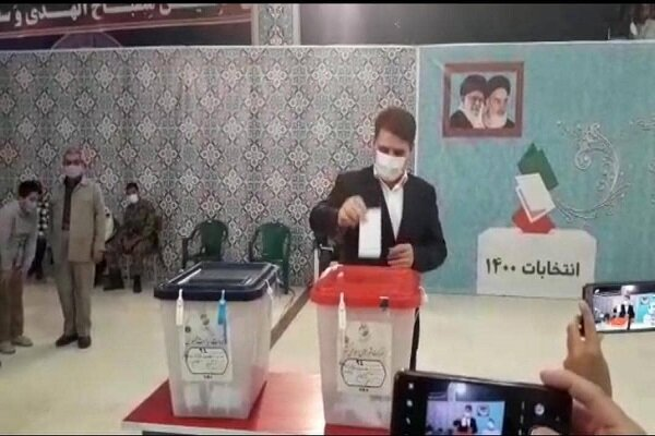 استاندار کرمان رای خود را به صندوق انداخت