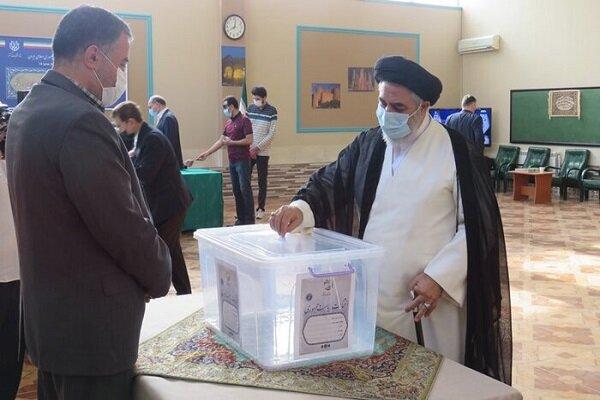 Azerbaycan'da yaşayan İranlı vatandaşlar sandık başınada