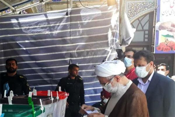 حجت الاسلام صدیقی رای خود را به صندوق انداخت