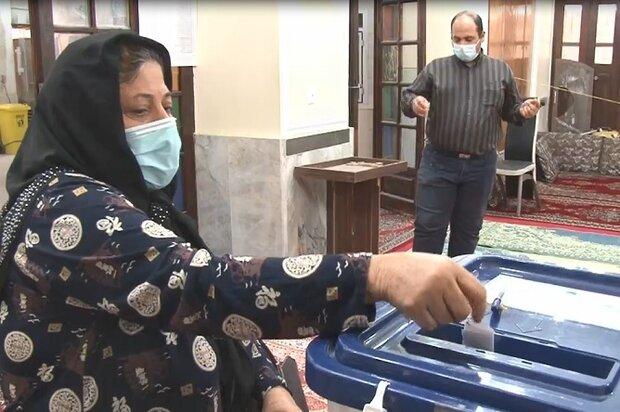 بانوی بوشهری: حضور در انتخابات وظیفه است
