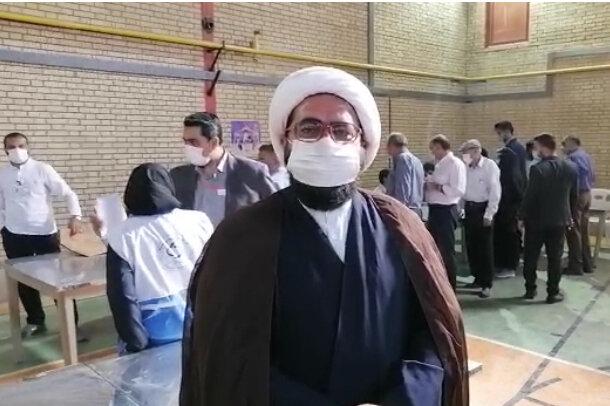 حضور مسئولان و ائمه جمعه شهرستان های فارس در شعب اخذ رای