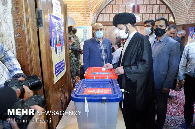 هر یک رأی تایید پایبندی مردم به انقلاب و علاقه آنها به ایران است
