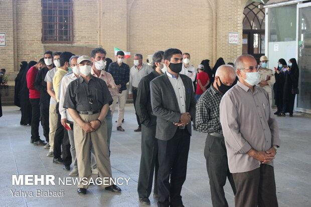 حضور پررنگ اهالی دروازه نجف در پای صندوقهای اخذ رای