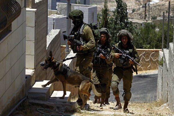Zionist forces raid West Bank, detain dozens of Palestinians