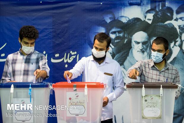 استمرار حضور پرشور مردم خرمآباد در انتخابات