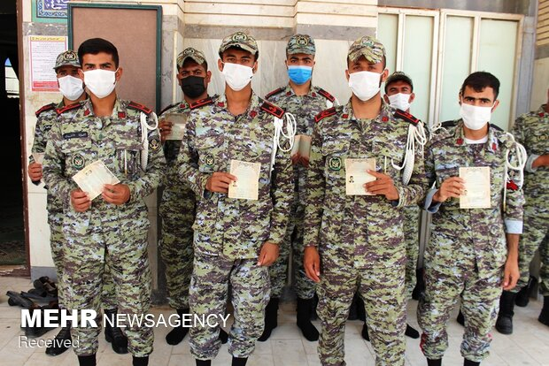 حضور پرشور کارکنان و فرماندهان پایگاه دریایی بوشهر در انتخابات