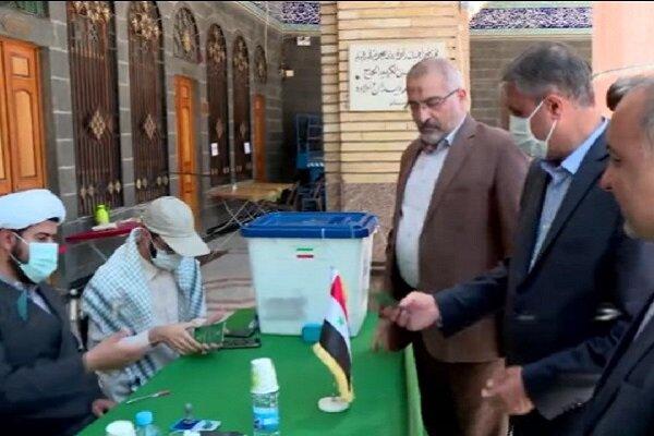 وزیر راه و شهرسازی در حرم حضرت زینب (س) در دمشق رأی داد