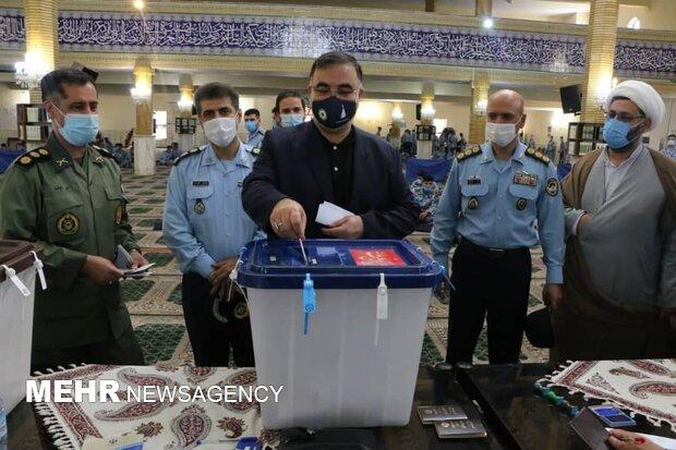 حضور پرشور مردم در انتخابات توطئههای دشمن را از بین میبرد