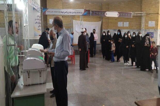 رسم لوجه الشهيد الحاج قاسم سليماني ببصمات المشاركين في الانتخابات