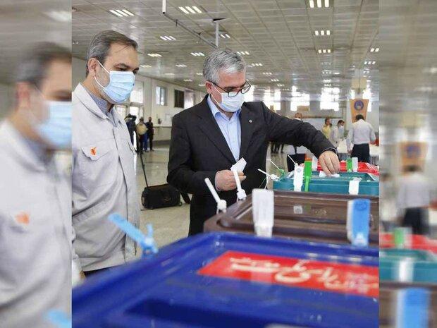 مدیرعامل گروه خودروسازی سایپا در انتخابات شرکت کرد