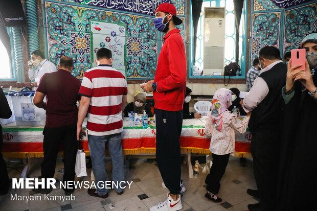 ساعات پایانی رای گیری در حسینیه ارشاد