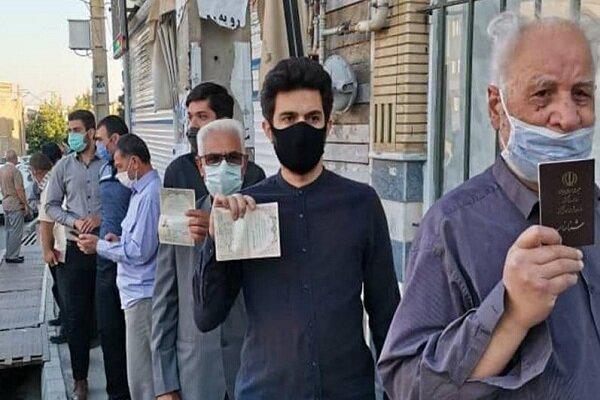 آذری ها جلوی شعب اخذ رای به صف شدند/حماسه حضور در راه است