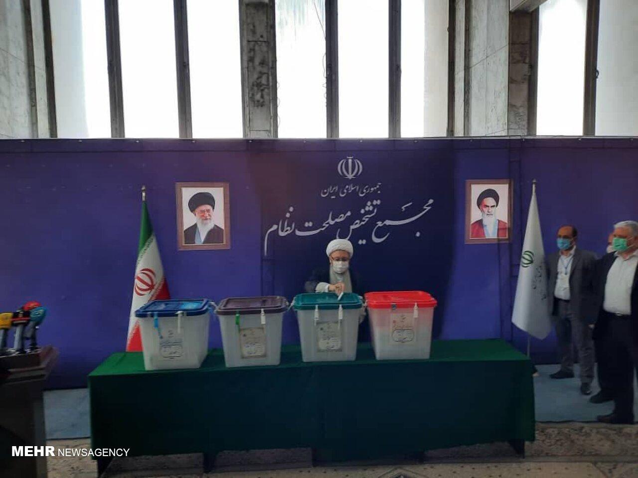 رهبر انقلاب: مردم بیایند، تشخیص دهند، انتخاب کنند و رأی دهند