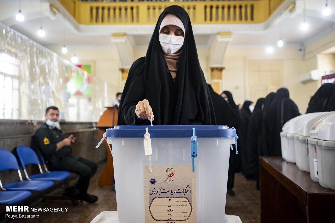 جشن بلوغ سیاسی رأی اولی ها با حضور پرشور در شعب اخذ رأی