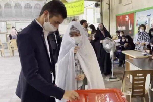 حماسه حضور مردمان دیار میرزا/ عروس و دامادها آمدند