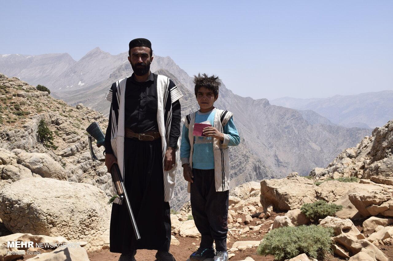 مشارکت ۱۰۰ سالهها/ نوستالژی عروس و داماد/حضور با عصا و برانکارد!