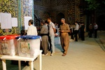 صف های طولانی مردم سنندج پس از ساعت ۱۲ شب در  شعب اخذ رای