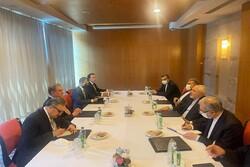 ظريف يلتقي وزير الخارجية الباكستاني