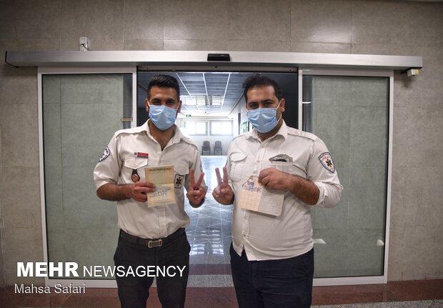 کادر درمان گلستان پای صندوق سیار انتخابات