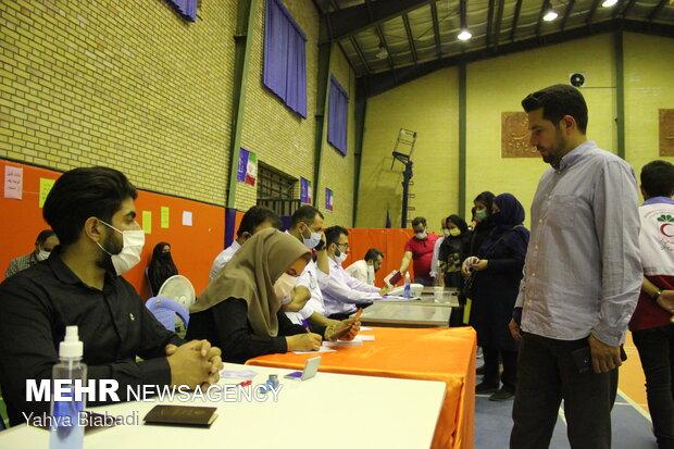 حضور مردم کرمانشاه پای صندوق های رای در ساعات پایانی رای گیری
