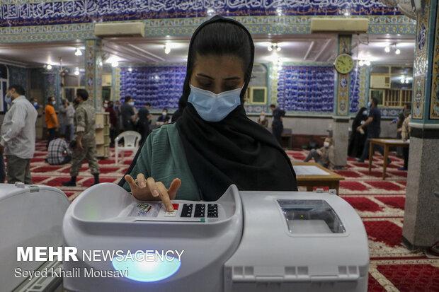 ۳ دلیل الکترونیکی نشدن انتخابات در اهواز/۸۵ صندوق دستی بودند