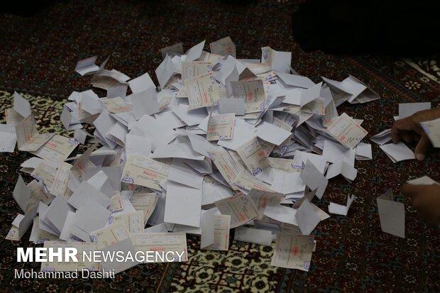 بدء عمليات فرز الاصوات بالانتخابات الرئاسية الايرانية