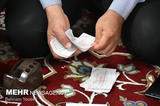 Erak kentindeki oy sayma işleminden fotoğraflar