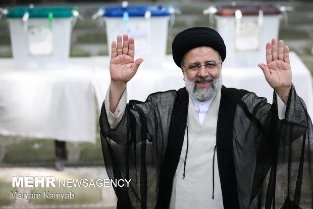 المرشح رئيسي يتقدم في الانتخابات الرئاسية الايرانية بـ 17 مليون صوت