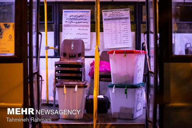 İran'da seçmenler için seyyar sandık kullanıldı