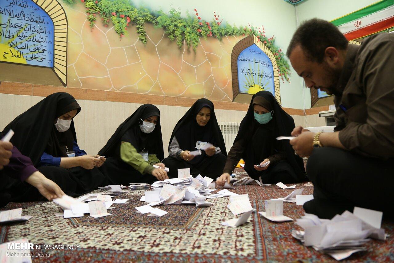 İran'da oy sayma işlemi devam ediyor