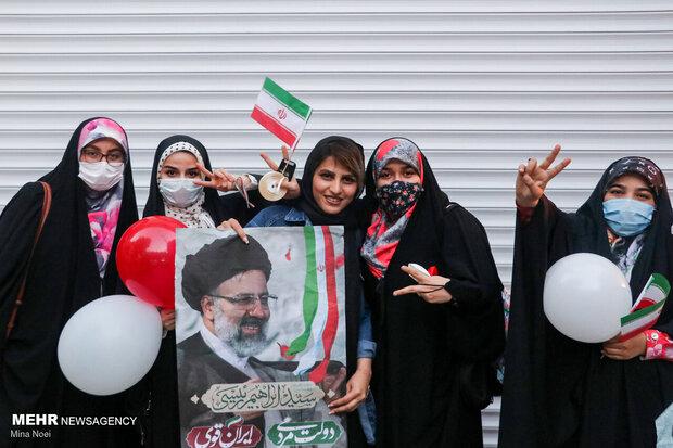 Tebriz kentinde seçim kutlamaları