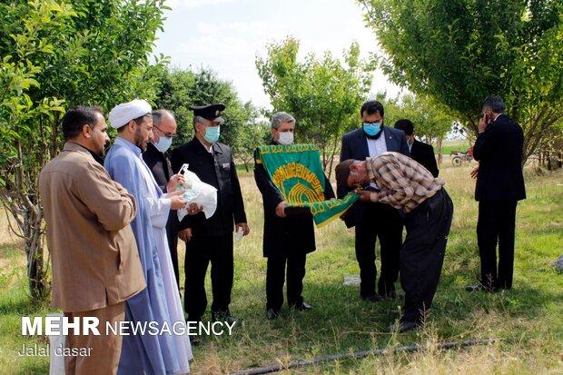 استقبال مردم دهگلان از بیرق متبرک رضوی