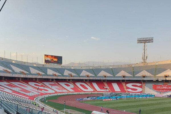 فروش پرچم پرسپولیس در روز بازی بی تماشاگر