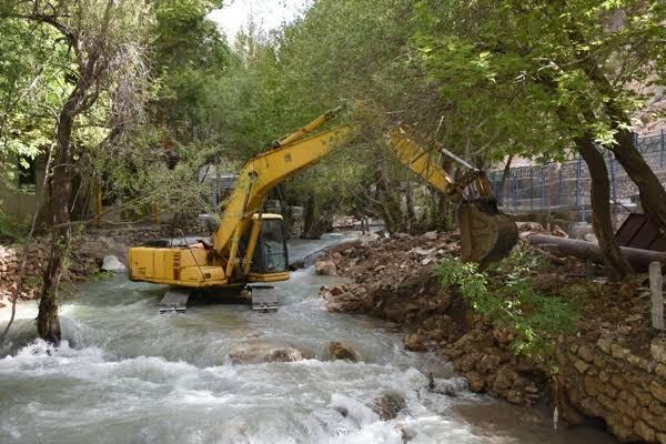بیش از ۵۰۰ هکتار از رودخانه زاینده رود آزادسازی شد