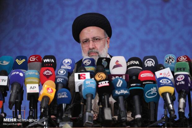 رئيسي: سنمضي على خطى الشهيد الحاج سليماني والمثل العليا للثورة الإسلامية