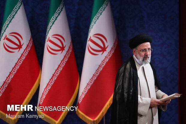 İran'ın yeni cumhurbaşkanı Reisi ilk basın toplantısını yaptı