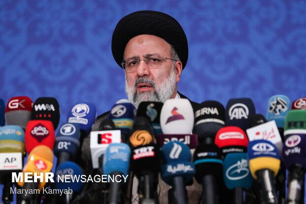 الرئيس الايراني المنتخب يقدم نظام تعريف اعضاء الحكومة الجديدة
