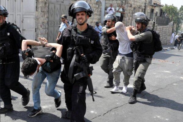 یورش نظامیان صهیونیست به منزل یک خانواده کُرد در شیخ جراح