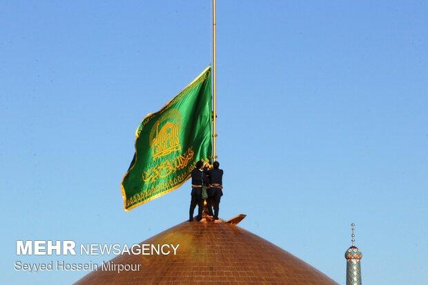 حضرت امام رضا (ع) کے گنبد کا پرچم تبدیل کردیا گیا